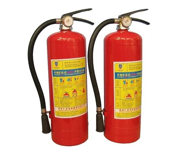 Nạp bình chữa cháy bột tại PCCC Phát Đạt khách hàng được bảo hành 12 tháng