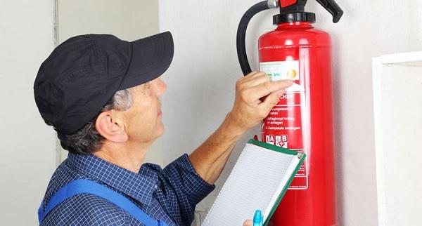 Cần kiểm tra bình chữa cháy thường xuyên để đảm bảo an toàn