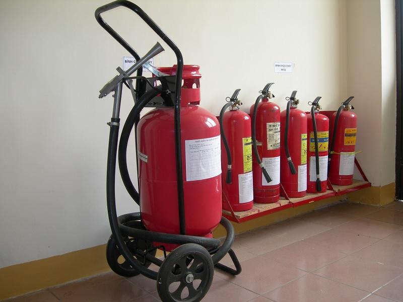 Các bình chữa cháy được dán tem kiểm định chất lượng sau khi nạp sạc