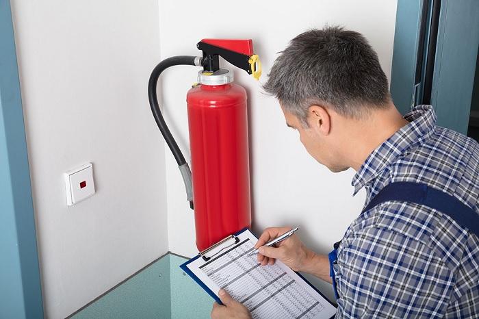 Kiểm tra bình chữa cháy định kì hằng tháng