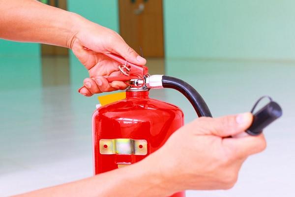 Bình chữa cháy là thiết bị không thể thiếu tại các gia đình/ cơ quan xí nghiệp